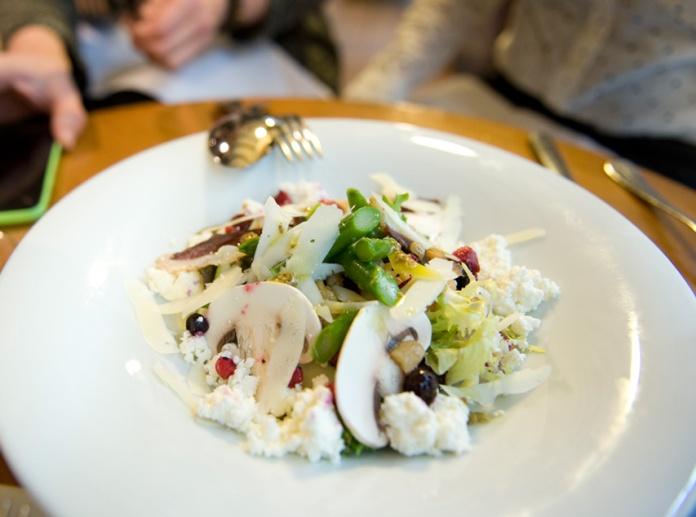 Ensalada de contrastes otoño-invierno del Restaurante Nou Manolín